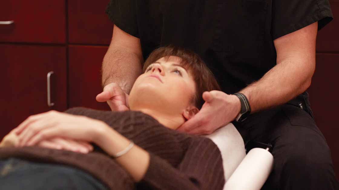 LA woman receiving chiropractic care